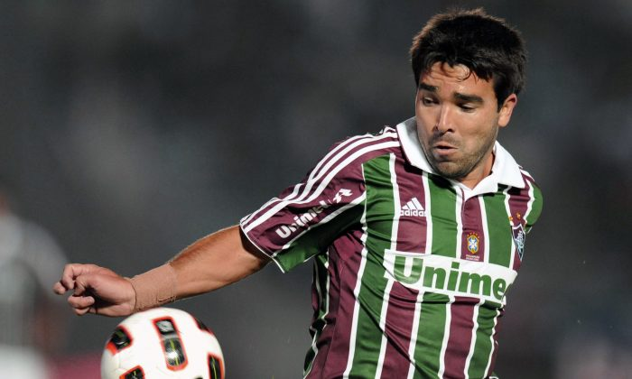 Fluminense's Deco tries to control the ball during their Copa Libertadores match against Nacional at Centenario stadium in Montevideo on April 6, 2011. (PABLO PORCIUNCULA/AFP/Getty Images)