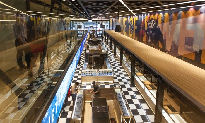 Inside the new IGT Jewelry Mall, in the Diamond District of Manhattan, New York, on July 24, 2014. (Benjamin Chasteen/Epoch Times)