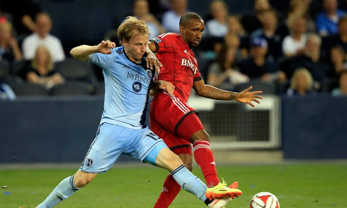 Seth Sinovic #15 of Sporting KC battles Collen Warner #18 of Toronto FC for the ball during the game at Sporting Park on May 23, 2014 in Kansas City, Kansas. (Photo by Jamie Squire/Getty Images)