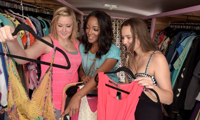 Teens shop in a downtown Nashville, Tenn. store on July 21. (Rick Diamond/Getty Images)