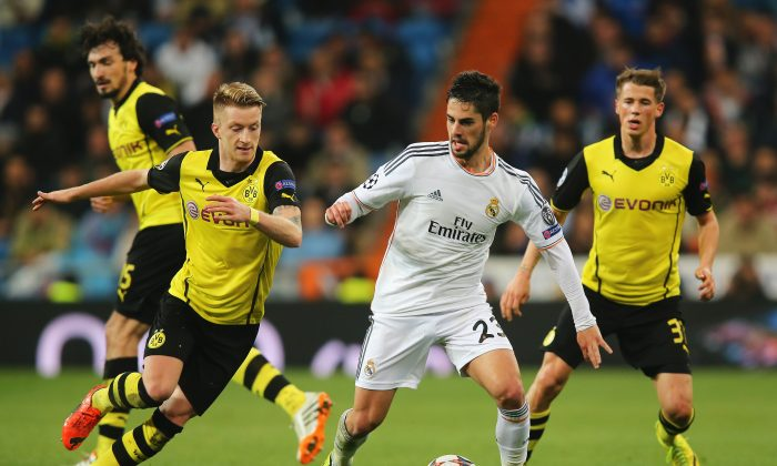 Isco of Real Madrid is closed down by Marco Reus (L) of Borussia Dortmund during the UEFA Champions League Quarter Final first leg match between Real Madrid and Borussia Dortmund at Estadio Santiago Bernabeu on April 2, 2014 in Madrid, Spain. (Photo by Clive Rose/Getty Images)