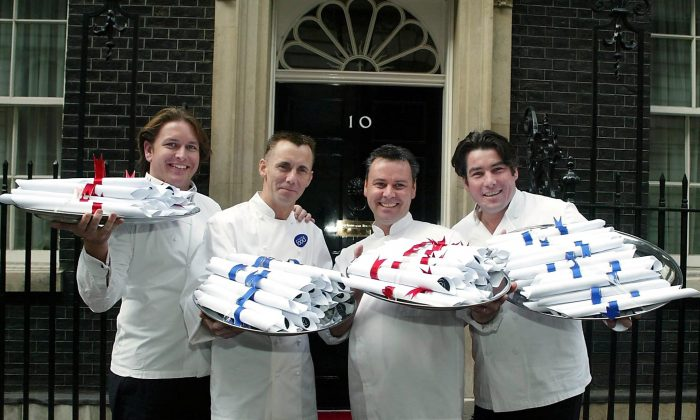Ross Burden, right, with other leading chefs in London in 2002. (Getty Images)