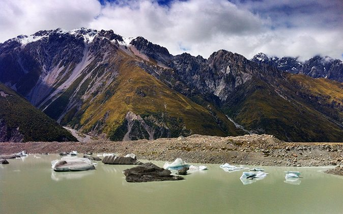 Tasman Lake, which is fed by melt water from the retreating Tasman Glacier, photographed in December last year. (Portengaround, CC BY-SA)
