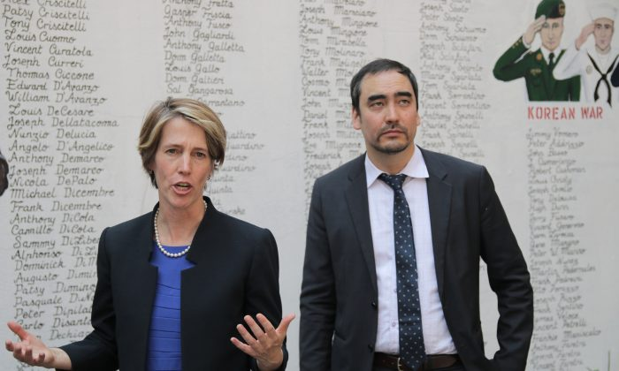 Zephyr Teachout, who's running to unseat Gov. Cuomo in the Democratic gubernatorial primary, with her running mate Tim Wu in Little Italy, New York, on July 22, 2014. (Allen Xie/Epoch Times)