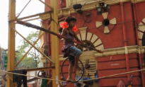 Amazing Tightrope Act by 6-Year-Old Girl (Video)
