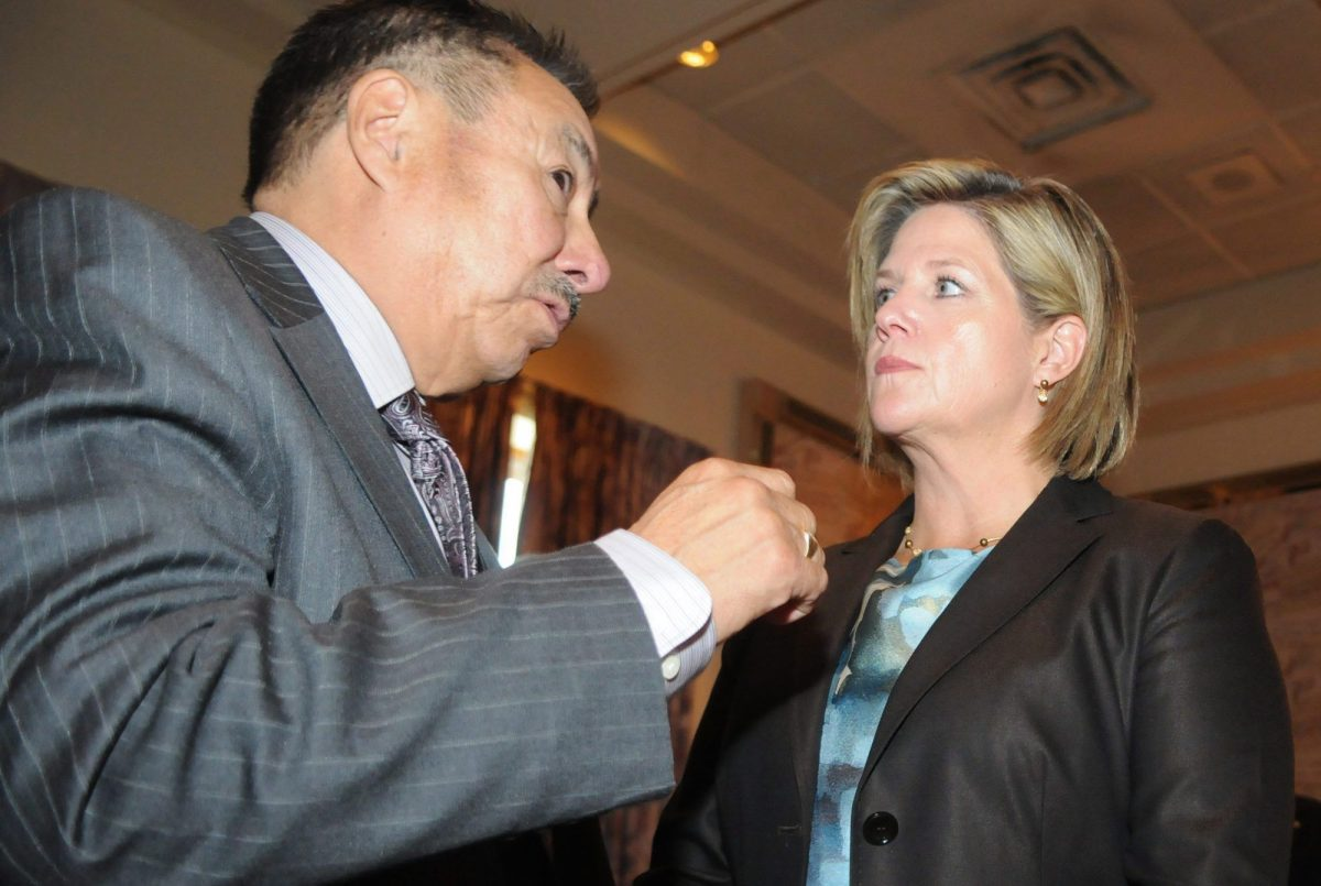 Ontario Regional Chief Stan Beardy speaks with the province's NDP leader Andrea Horwath