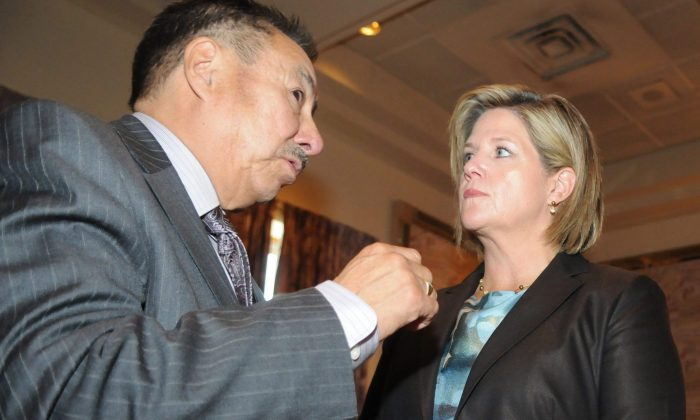 Ontario Regional Chief Stan Beardy speaks with the province's NDP leader Andrea Horwath in Thunder Bay in September 2011. (The Canadian Press/Brent Linton)