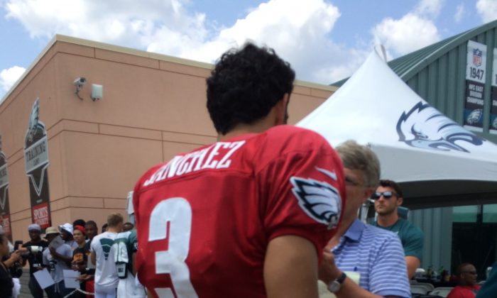QB Mark Sanchez speaking with a reporter after training camp. Anthony Carter/ Epoch Times