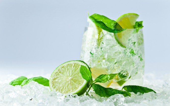 Mint and lime in water (Shutterstock*)