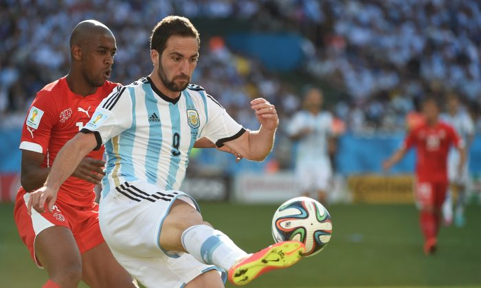 Switzerland's midfielder Gelson Fernandes (L) and Argentina's forward Gonzalo Higuain vie for the ball during the first half of extra-time in the Round of 16 football match between Argentina and Switzerland at the Corinthians Arena in Sao Paulo during the 2014 FIFA World Cup on July 1, 2014. (CHRISTOPHE SIMON/AFP/Getty Images)
