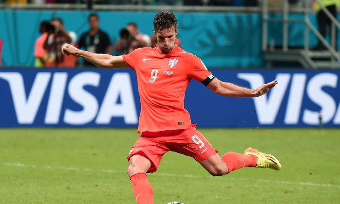 Netherlands' forward Robin van Persie kicks a penalty during the penalty shootout after the extra time in the quarter-final football match between Netherlands and Costa Rica at the Fonte Nova Arena in Salvador during the 2014 FIFA World Cup on July 5, 2014. (DAMIEN MEYER/AFP/Getty Images)