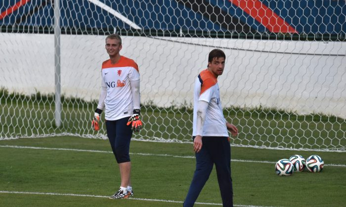 Netherlands' goalkeeper Jasper Cillessen (L) and Netherlands' goalkeeper Tim Krul take part in a training session at the Flamengo Football Stadium in Rio de Janeiro on July 6, 2014 during the 2014 FIFA World Cup. (YASUYOSHI CHIBA/AFP/Getty Images)