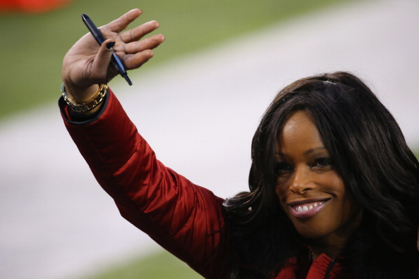 Pam Oliver, analyst for FOX Sports, waves before the Seattle Seahawks take on the Denver Broncos during Super Bowl XLVIII at MetLife Stadium on February 2, 2014 in East Rutherford, New Jersey.  (Photo by Ronald Martinez/Getty Images)