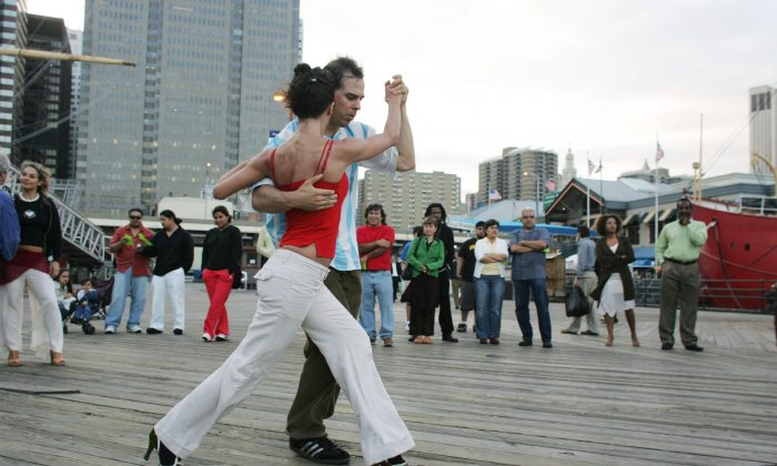 A couple dance the tango at the South Street Seaport June 19, 2005 in New York City. Dancing keeps bodies and minds young, writes Dr. Chelala. (David Turnley/Getty Images)