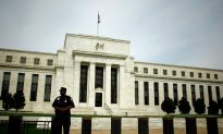Fed Official Calls for Breaking Up Big Banks