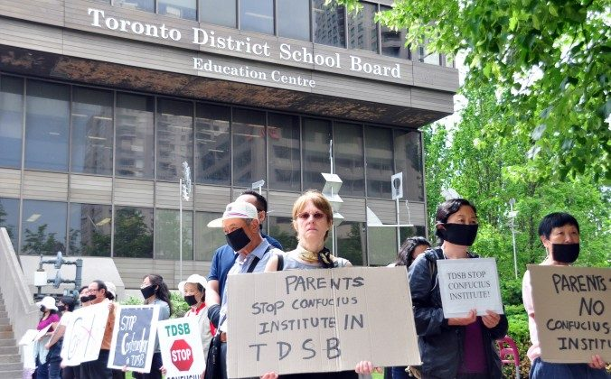Demonstrators protest the Toronto District School Board's partnership with the Beijing-controlled Confucius Institute outside the TDSB on Wednesday, June 18, 2014. (Allen Zhou/Epoch Times)