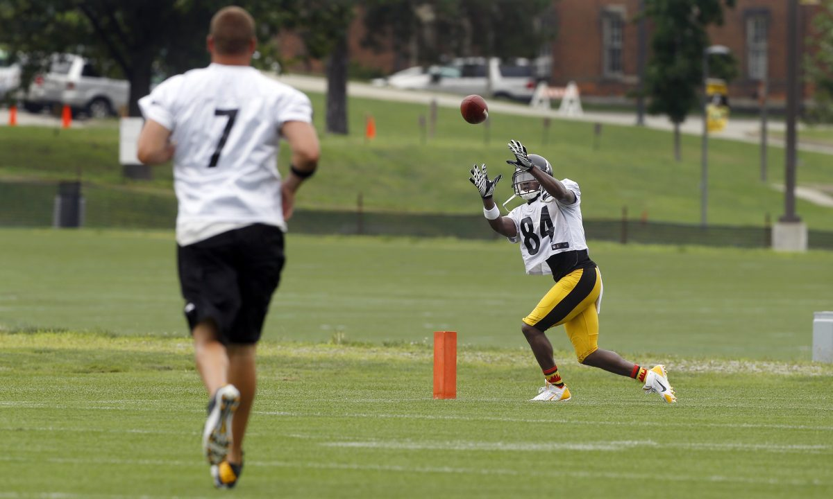 Antonio Brown practices, but it's not clear whether he'll play Sunday