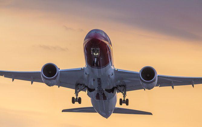 Norwegian Dreamliner has sunset lift-off! (Norwegian, CC BY-SA)