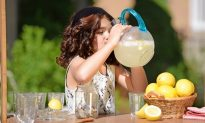 How to Keep Your Children Hydrated This Summer