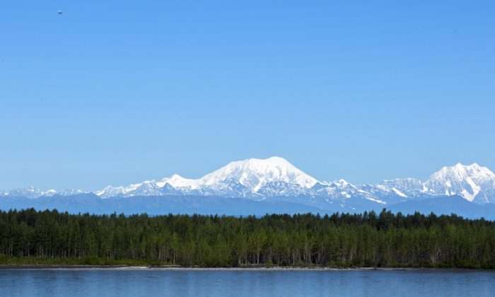 Denali or McKinley Mountain on a very clear day Alaska. (*Shutterstock)