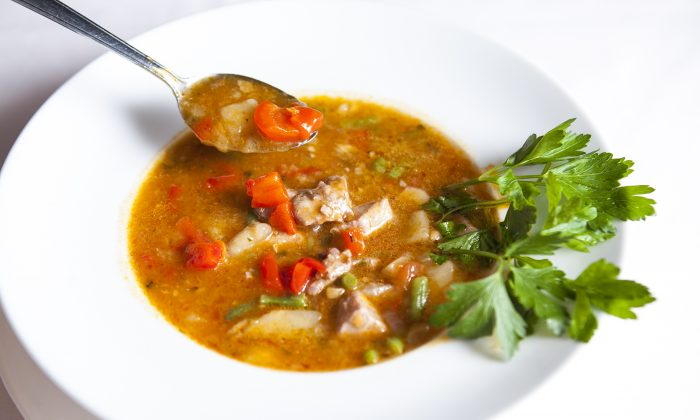 Marmitako, a Basque tuna stew with peppers and potatoes. (Samira Bouaou/Epoch Times)
