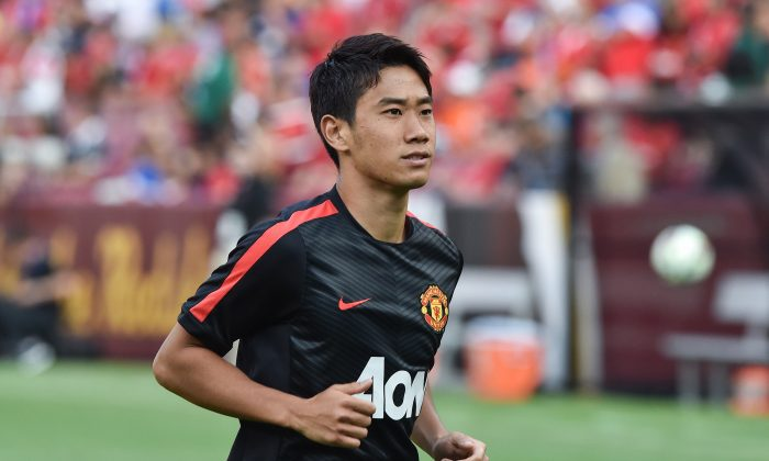 Manchester United's Shinji Kagawa smiles at fans before a Champions Cup match against Inter Milan at FedEx Field in Landover, Maryland, on July 29, 2014. (NICHOLAS KAMM/AFP/Getty Images)