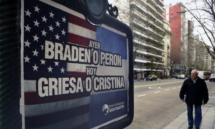 Bilboard in Buenos Aires supporting the Argentine government in negotiation with hedge funds, July 29.   (Juan Mabromata/AFP/Getty Images)