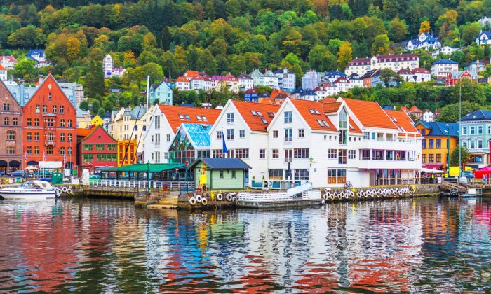 Panorama of the Old Town pier architecture of Bryggen in Bergen, Norway. (*Shutterstock)