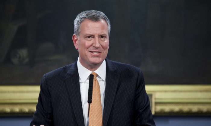 In this fie photo, Mayor Bill de Blasio announces the members of the City Hall press office at a conference in the City Hall Blue Room, New York City, on Jan. 7, 2014. (Samira Bouaou/Epoch Times)