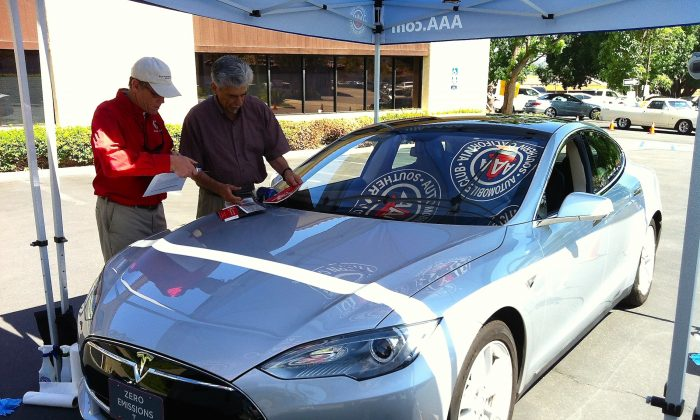 A Tesla owner has his car's windows etched with the Vehicle Identification Number in Anaheim, Calif. on Aug. 6. (Sarah Le/Epoch Times)