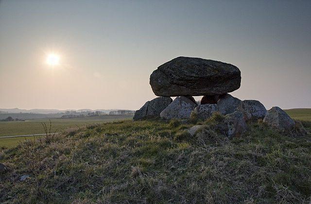 Burial mound, Denmark (Mikkel Houmøller, Creative Commons)