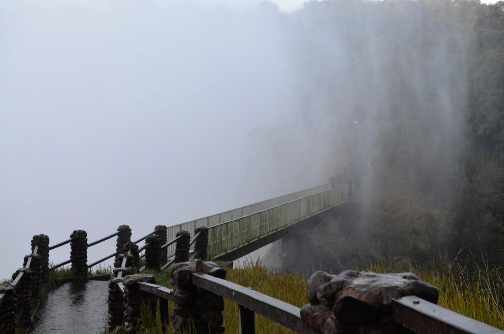 Knife Edge Bridge dripping wet (MyDestination.com)