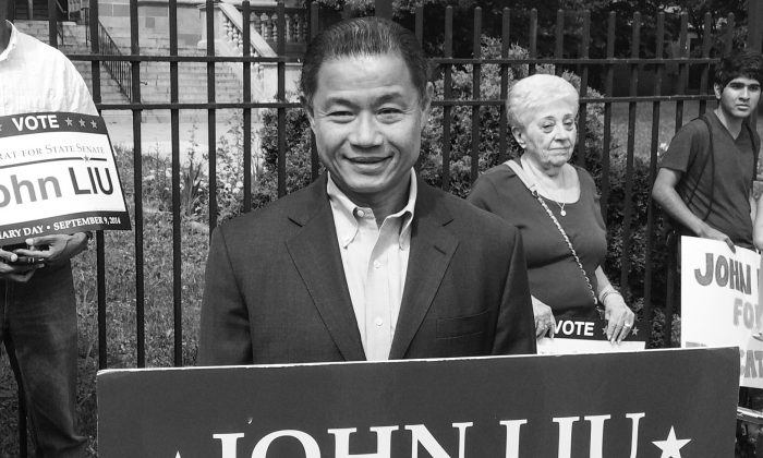 State Senate candidate John Liu and campaign staffers at the gates of Bayside High School in Queens, New York City, on Aug. 1, 2014. (Jonathan Zhou/Epoch Times)