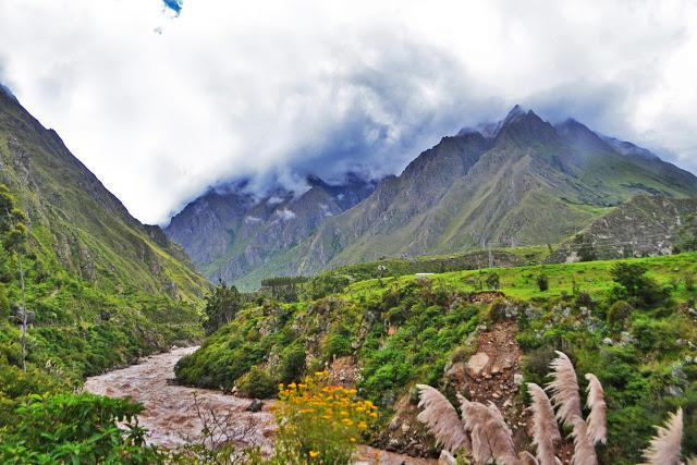 Sacred Valley - On the way to Ollantaytambo (Adventurous Travels)