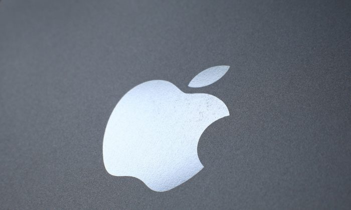 An Apple logo is seen on the back on a smartphone on August 6, 2014 in London, England. (Peter Macdiarmid/Getty Images)
