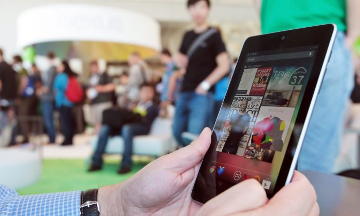 Developer James Bruce uses a Nexus 7 at Google's Developers Conference on June 27, 2012 in San Francisco, California. (Mathew Sumner/Getty Images)
