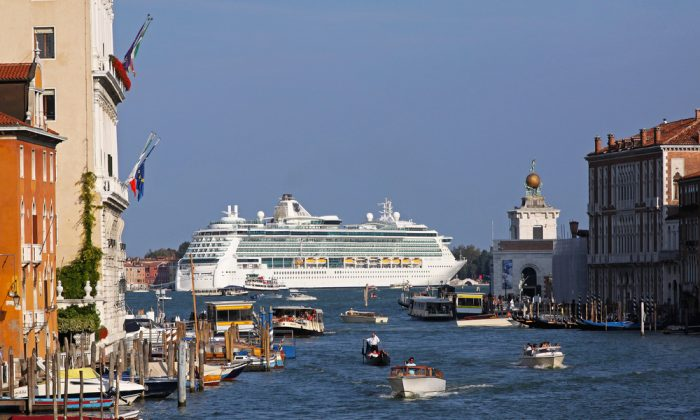 Cruise ship in Venice. (Shutterstock*)