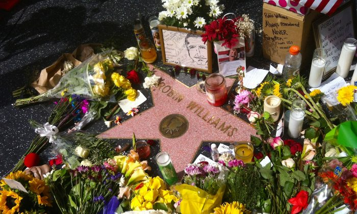 Fans decorate Robin Williams's star on the Hollywood Walk of Fame with flowers and mementos on Aug. 12. (Sarah Le/Epoch Times)