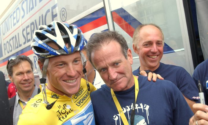 Lance Armstrong, of Austin, Texas, left, poses with visiting friend, US actor Robin Williams, right, prior to the 18th stage of the Tour de France cycling race between Bordeaux, southwestern France, and Saint-Maixent-l'Ecole, western France, Friday, July, 25, 2003. (AP Photo/Peter Dejong)