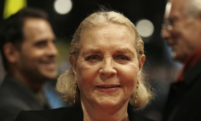U.S. actress Lauren Bacall arrives for the screening of her movie 'The Walker' at the 57th International Film Festival Berlin 'Berlinale' in Berlin on Tuesday, Feb. 13, 2007. (AP Photo/Markus Schreiber)