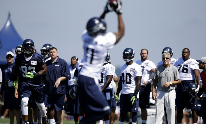 Seattle Seahawks head coach Pete Carroll, right, looks on as wide receiver Percy Harvin (11) makes a catch during NFL football training camp, Tuesday, Aug. 5, 2014, in Renton, Wash. (AP Photo/Ted S. Warren)