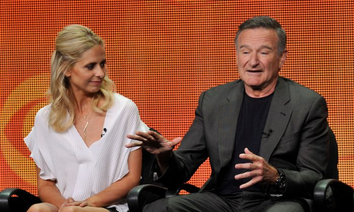"""Sarah Michelle Gellar, left, and Robin Williams participate in """"The Crazy Ones"""" panel at the CBS Summer TCA on Monday, July 29, 2013, at the Beverly Hilton hotel in Beverly Hills, Calif. (Chris Pizzello/Invision/AP)"""