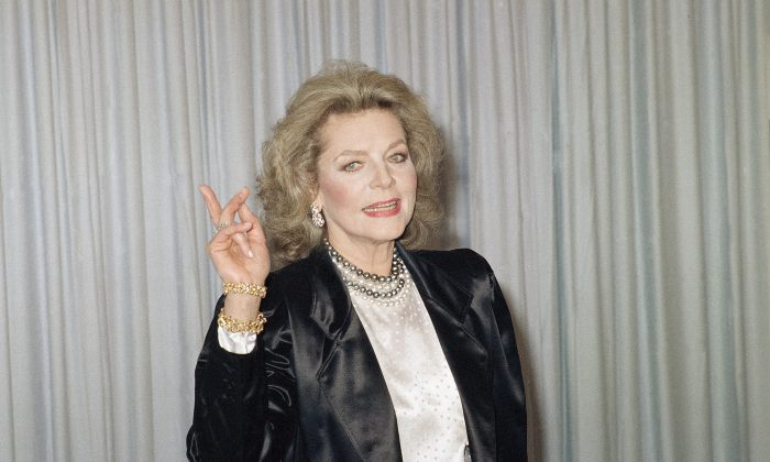 Actress Lauren Bacall poses backstage at the Academy Awards on March 30, 1987. (AP Photo)