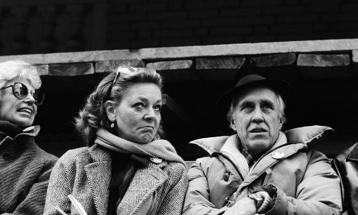 FILE - This March 4, 1982 file photo shows a Lauren Bacall and Jason Robards, right, at a rally to save the Morosco and Helen Hayes Theatres in New York. Bacall, the sultry-voiced actress and Humphrey Bogart's partner off and on the screen, died Tuesday, Aug. 12, 2014 in New York. She was 89. (AP Photo/Marty Lederhandler, File)