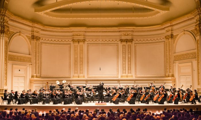 The Shen Yun Symphony Orchestra performing on Carnegie Hall's Perelman Stage on Oct. 27, 2013. The orchestra returns again this October with a new program that combines music of East and West. (Dai Bing/Epoch Times)