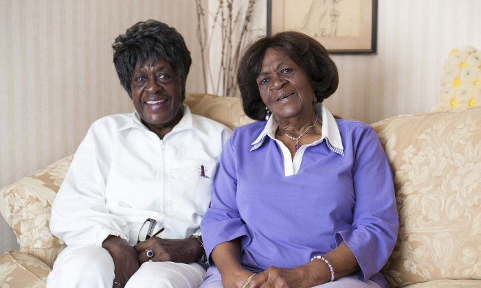 Geraldine Murray (L), 91, and Helen Murray, 92, at their home in Delair, New Jersey, July 16, 2014. (Samira Bouaou/Epoch Times)