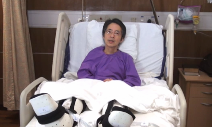 Former editor of the liberal leaning Ming Pao newspaper Kevin Lau in a Hong Kong hospital in February 2014 after being brutally attacked by men wielding hatchets, leaving him in critical condition.  (Screenshot/Mingpao.com)