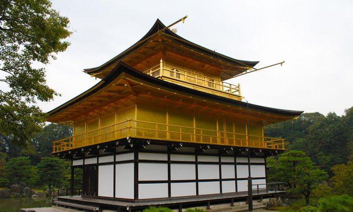 Kinkaku-ji or Japan's famous golden pavilion. (BesuDesu Abroad)