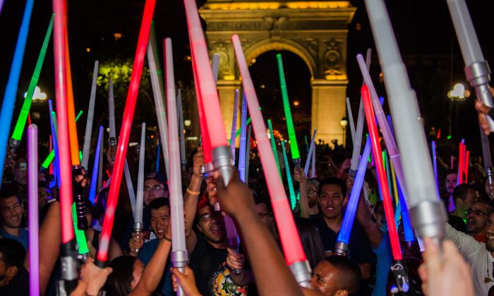 Hundreds of Star Wars fans gathered on Washington Square, New York City on Aug. 9 to engage in massive lightsaber battle. (Petr Svab/Epoch Times)