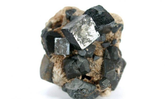Perovskite, the latest magical substance. (Rob Lavinsky/iRocks.com, CC/BY-SA)